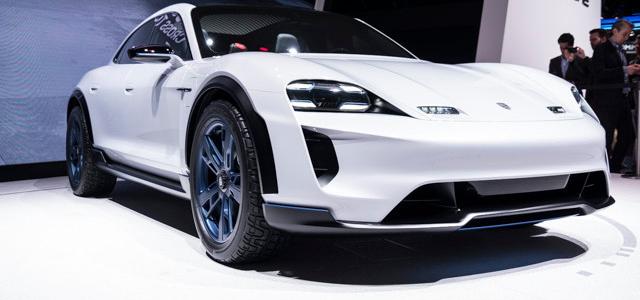 【話題・新製品】ポルシェのEV最上位モデルは「Turbo」の名を獲得、価格は13万ドル以上