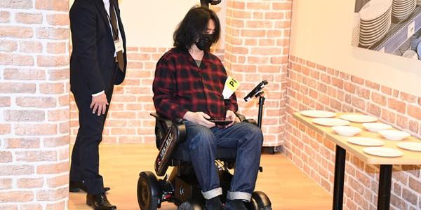 【話題・自動運転】5G通信対応「対話型AI自動運転車いす」を横浜みなとみらいで体験乗車