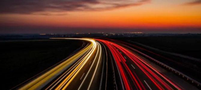 【話題】米インディアナ州とパデュー大学が走行中の電気自動車にワイヤレス充電可能なコンクリートの …